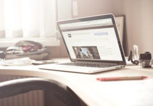 macbook-and-clutter-picjumbo-com