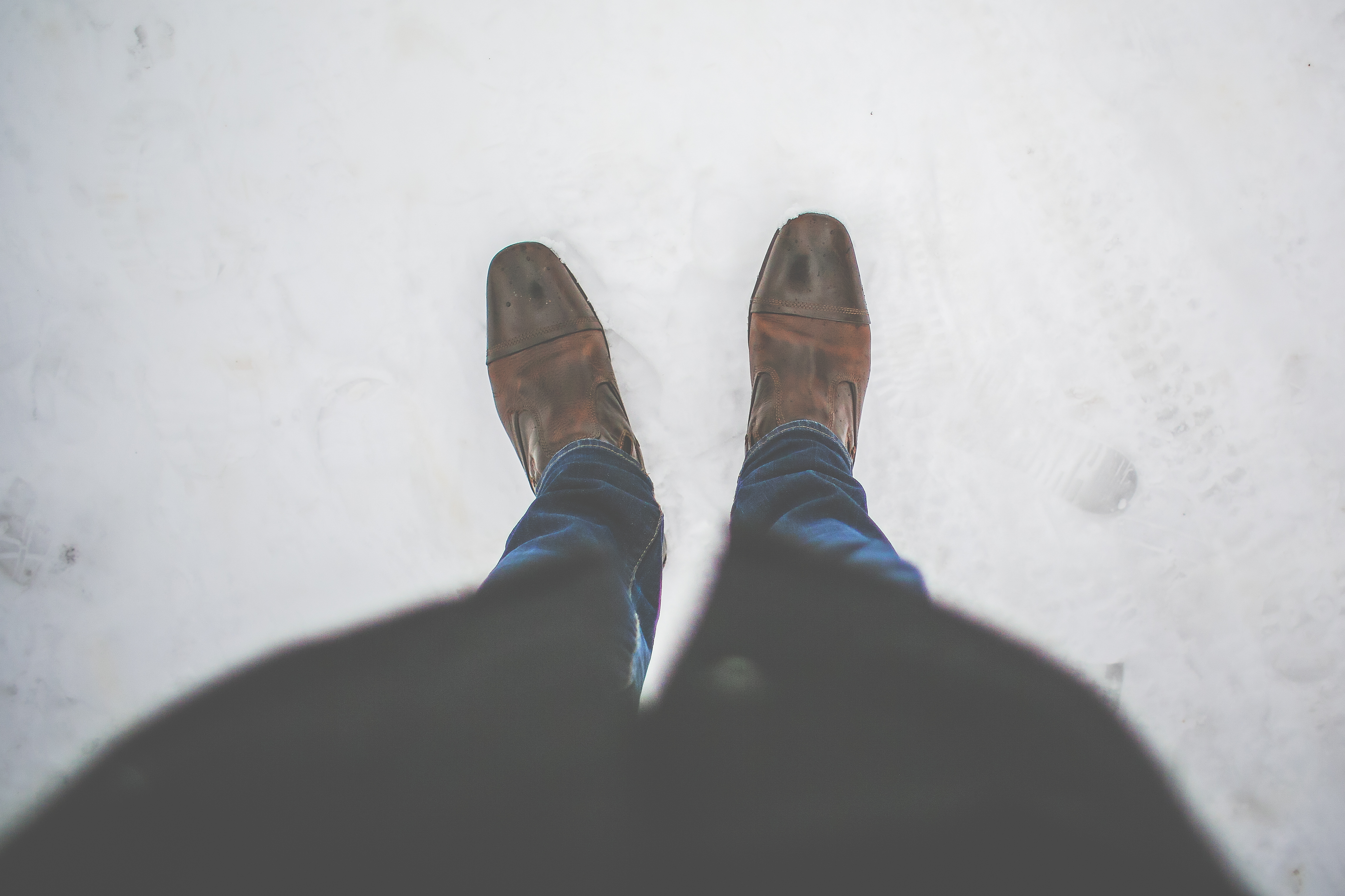 men-leather-shoes-in-snow-picjumbo-com