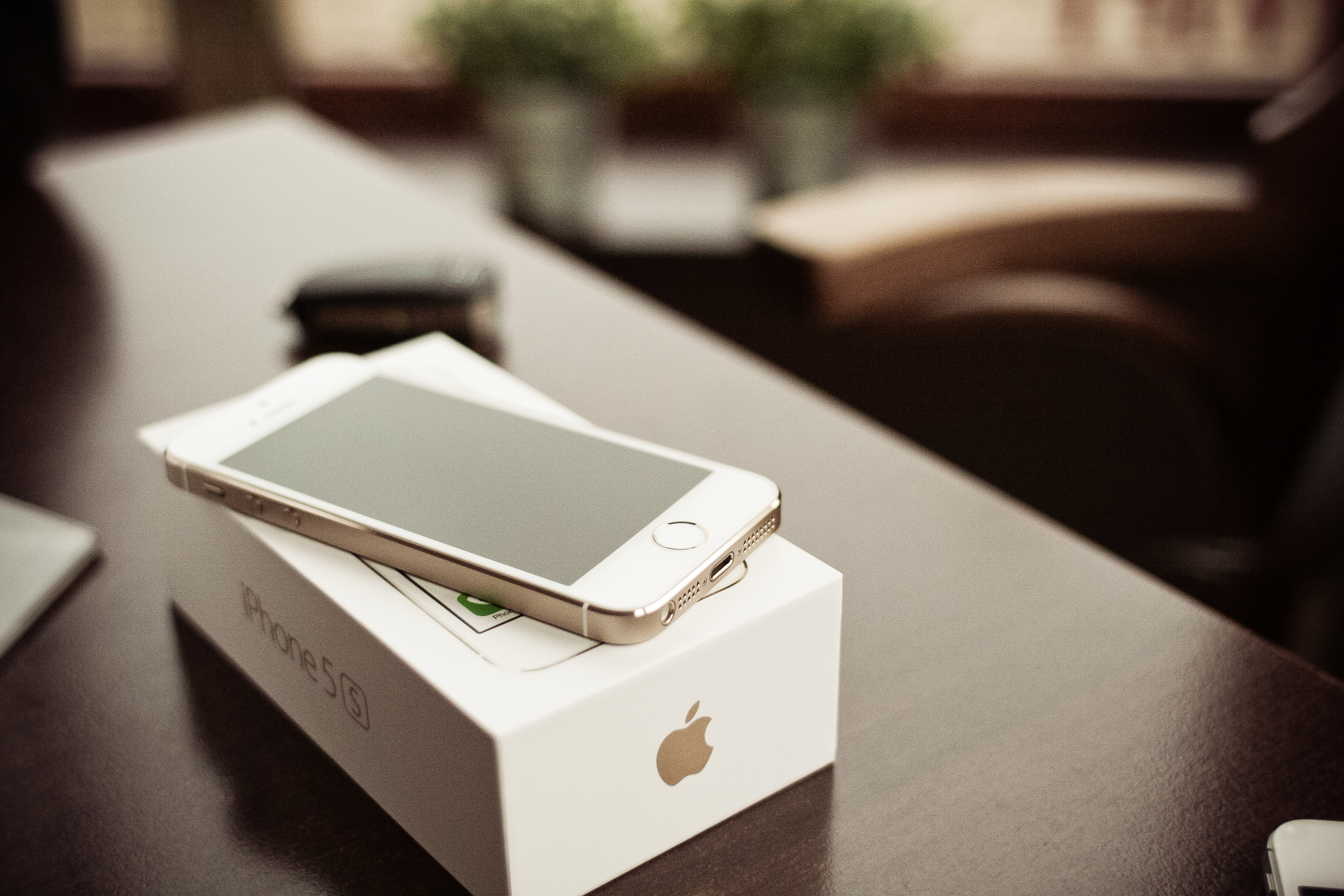 iphone-5s-gold-with-a-box-picjumbo-com