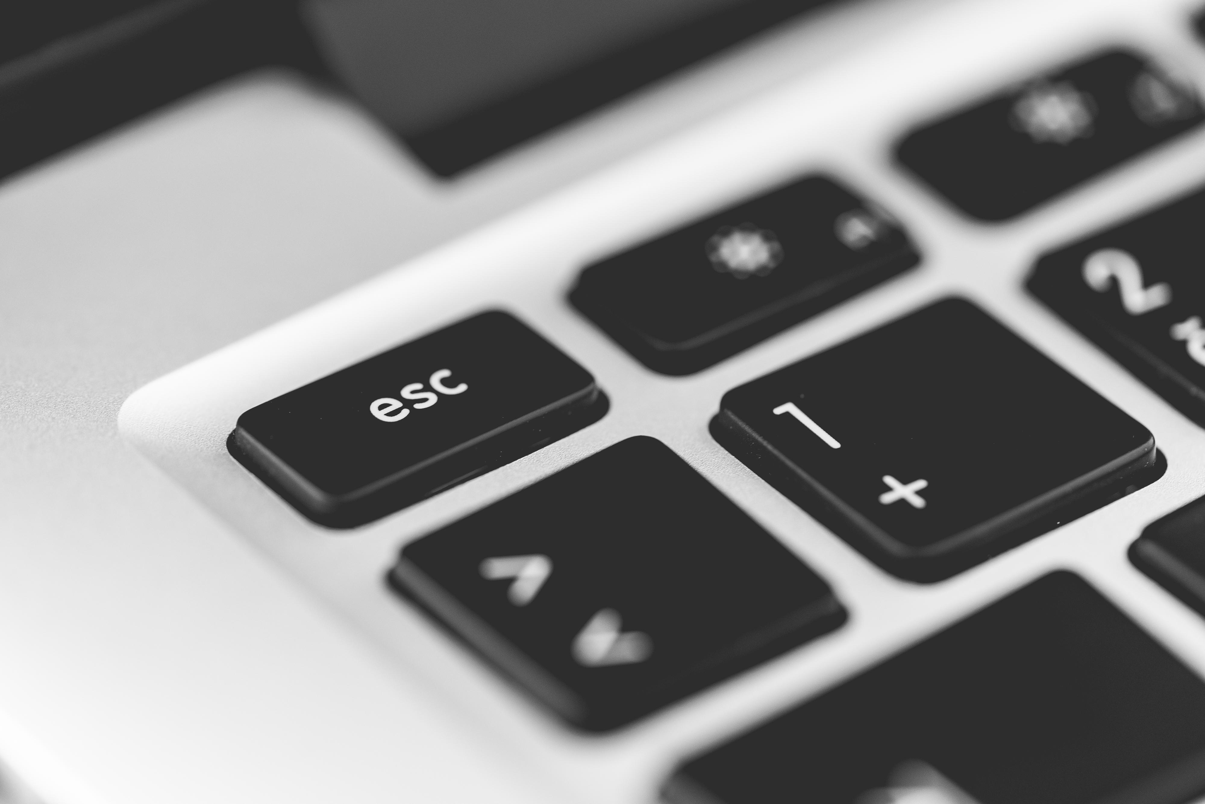 escape-key-laptop-keyboard-close-up-picjumbo-com (3)