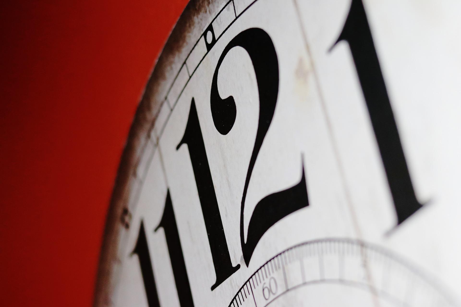 clock-2389384_1920 (2)