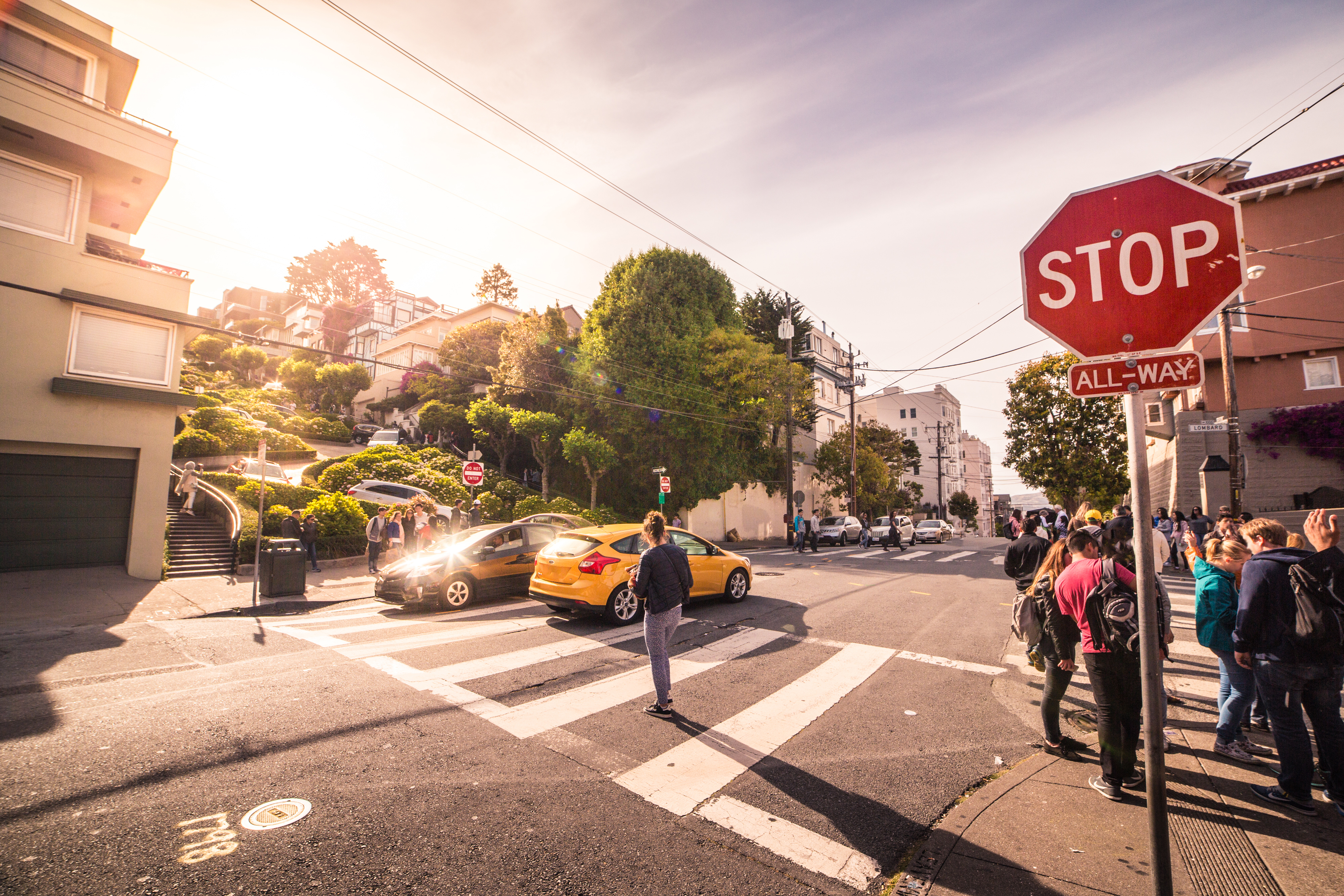 san-francisco-intersection-at-the-end-of-lombard-street-picjumbo-com